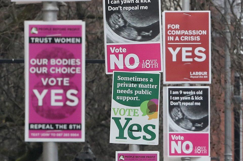 """Plakaty wyborcze """"trzymają się mocno"""""""